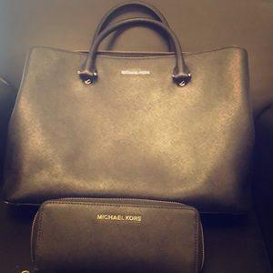 Michael Kors Bag & Wallet Set - Black